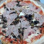 Benji pizza 199+20krabice+39doprava=258,- -> nic moc :)