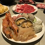 阿根廷大紅蝦、桂花蚌、鮑魚、羊肚菌餃、釀蟹鉗、黑松露肉丸