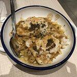Patatas con huevos de pato, foie gras y trufa