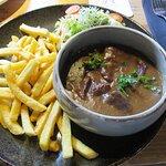 Huisbereid stoofvlees met fris slaatje