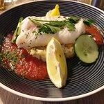 Après 9 huîtres en entrée , voici notre blanc de cabillaud , gazpacho de tomates épicé sur son l