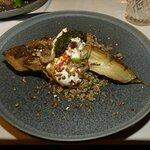 L'aubergine rôtie et son caviar, quinoa et fromage blanc. Un délice