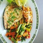 Espadon grillé  avec légumes SAUTÉ