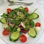 Sommerlichen Blattsalat mit Kirschtomaten & Mini-Mozzarella-Kugeln