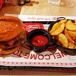 תמונה של Happy Bar and Grill