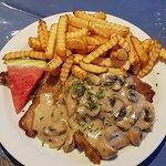 Schnitzel mit Champignonrahmsoße