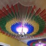 La decoración es muy típica de la época, luce muy hermosa.