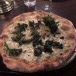 Fin-bubbel med ost och honungs toppad pizza