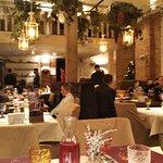 Весь зал ресторана