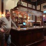 Den lilla mysiga baren längst in