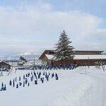 雪の中の六花亭