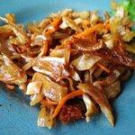 Вепрові вушка з в'яленими томатами та морквою.