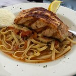 the delicious daily special, Linguini with grilled Salomon on top...it tasted so good...