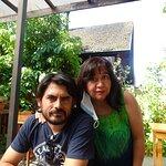felices y rodeados de paz cerca del lago Villarrica
