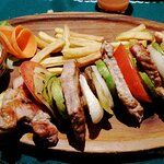 Sablja od grilovanog povrća i mesa