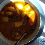 パタタス・コン・コスティージャ(肉を骨ごとジャガイモと煮込んだもの)