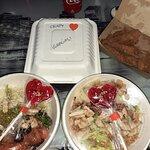 Lagrimitas de pollo , crispy chicken , ensalada césar