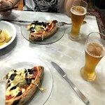 Pizza con hongos y alcaucil.