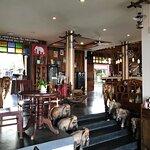 Happy Elephant Restaurant照片