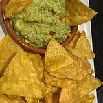 Nachos con guacamole. TODO CASERO