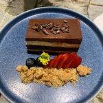 OPÉRA: Chocolate orgánico 70% cocoa, biscocho de almendras, crema de mantequilla de café. 100%