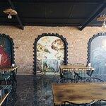 Mom Eve Restaurant & Pub resmi