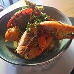Crabe de Huahine, sauce épicée, flambé au cognac