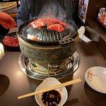 レンタカーで旭川に向かう途中で、滝川市にある「松尾ジンギスカン 本店」で昼食をとり、夜は食べ比べの意味もあり「成吉思汗 大黒屋 五丁目支店」にやってきました。