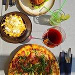 Pizza , burger , pomes