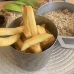 Pescado frito (pargo) con arroz de coco y papas fritas