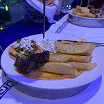 صورة فوتوغرافية لـ مطعم سانتوريني اليوناني