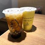 黑糖珍珠鮮奶 (另加$20) & 珍珠奶茶(另外$12)