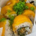 Mango Dynamite Roll $72 (8件裝) 妹妹最仲意食芒果, 打開外賣盒, 見芒果蝦天婦羅卷, 色彩繽紛, 她已開心極了.
