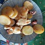 Calamares con cebolla caramelizada y patatas