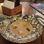 Грибной крем-суп. Надо тарелку еще больше, а супа в ней еще меньше, чтобы было чувство, что вооб