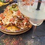 Margarita y nachos