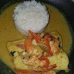 Peixe com molho de camarão e risoto de parmesão