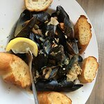 The Claw House Mussels, with garlic and white wine, served with garlic toasts for dipping.