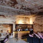 The Cave Bar resmi