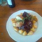 pieczona kaczka z żurawiną i jabłkiem