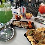 Ottima scelta di cocktails ma.. tra QR per i menù (obbligatori) e fregature per includere piatti