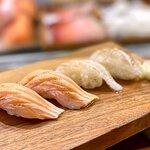 火炙三文魚腩壽司 ($18/件) 火炙鰈魚邊壽司 ($26/件)