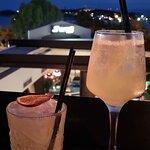 cocktails με υπέροχη θέα