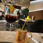 Red Sangria 混合紅酒及 水果, 健康醒胃, 味道清甜冰凍, 酒味帶些濃. 鳳梨, 蘋果 ...嗒嗒也有酒香.