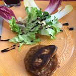 Tarte tarin au foie gras et salade du jardin du chef