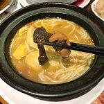 砂鍋姬松茸瑤柱響螺雞(配米線)$88