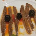 Anchoas de cantábrico con pan de cristal y tomate