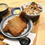 酥炸排骨雞肉飯配上湯浸時菜及原忠燉湯 $76