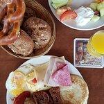 Auswahl vom Frühstücksbuffet (9,90 EUR inkl 0,1 Liter Orangensaft), ohne Getränke