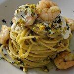 Spaghetti con gambero stracciatella di bufala e pistacchio